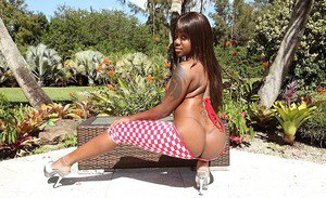 Ebony babe with sexy legs Aries Crush is showing her perfect ass on camera
