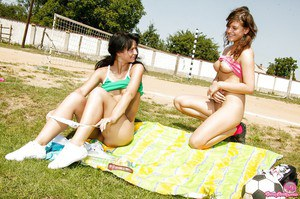 Close up outdoor sex of two lesbian teen babes featuring Alexa
