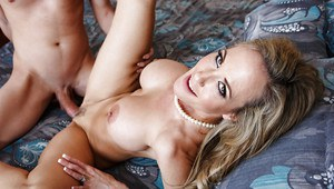 Reality mom Brandi Love is seducing a younger man for a hardcore fuck