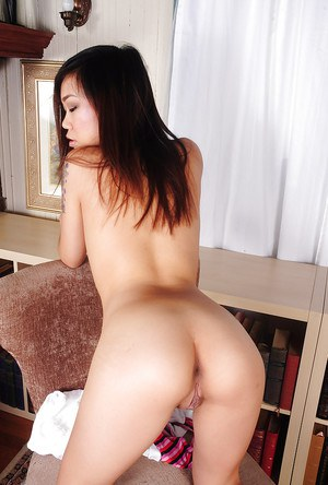 Tattooed Asian amateur Minnie loves playing with her tight vagina