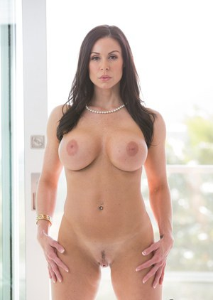 Posing scene featuring brunette mature mom with big tits Sara Luvv
