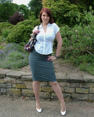 Outdoor posing of an clothed chick with long legs and tight ass Demi