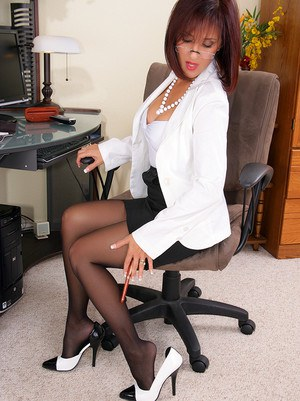 This kind of secretary you would definitely want to have in your office