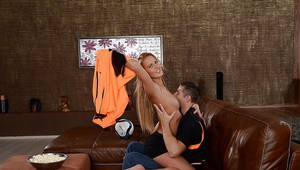 European girlfriend Chelsey Lanette is doing an astounding blowjob