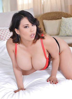 Fatty milf with big tits Tigerr Benson plays with her toys in high heels
