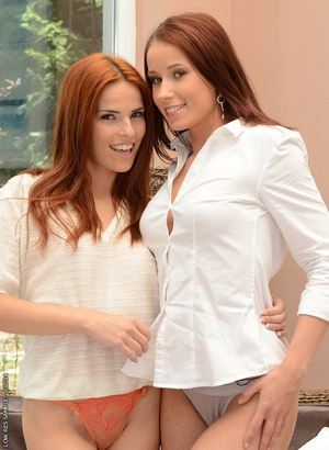 Fingering action from European lesbian Minnie Manga and her girlfriend