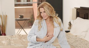 Big tits and sweet ass of milf pornstar babe Jessica Drake revealed