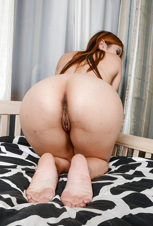 Tiny tits Asian Asia Zo teases her amateur pussy in close up