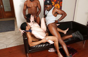 Interracial groupsex with a big tits chick Jennifer White and her men