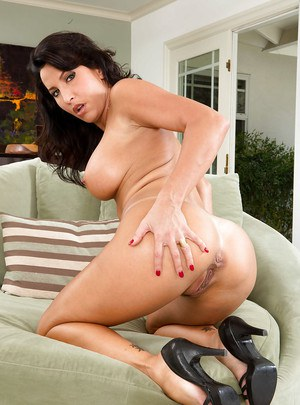 Curly-haired cutie Lezley Zen demonstrates her fully naked shape