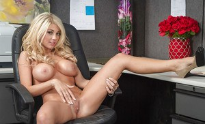 Bleached beauty Kayla Kayden undress her office suite after hard day