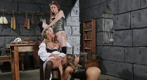 Gorgeous lesbian threesome with awesome models in vintage clothes