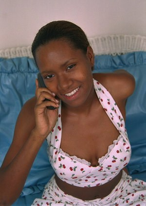 Amateur ebony Dazy is talking on the phone with spread legs!
