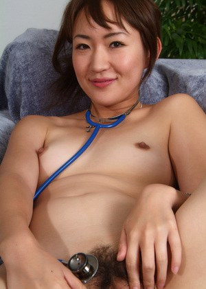 Amateur Asian beauty with tiny boobies is penetrating her holes