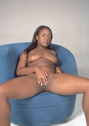 Ebony Andrea prepares her juicy booty for a hardcore ass-banging