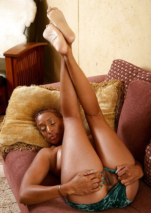 Ebony Donni is demonstrating her amazing black ass in close-up