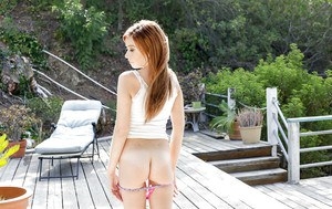 Amateur redhead babe Kaylee Haze plays with her pretty amazing body
