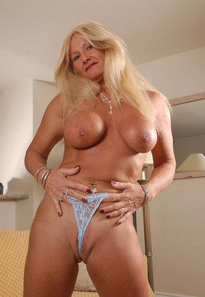 Granny blonde Roxy is demonstrating her naked pussy and boobies