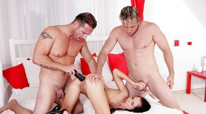 Teen Sasha Rose is getting double penetrated in a group action