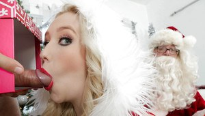 Horny Christmas teen Harley Q is getting cum in her wide mouth