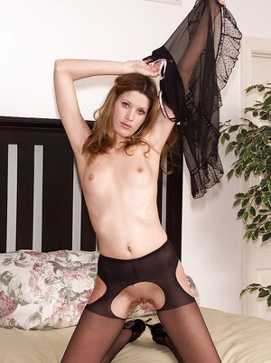 Amateur babe Nadia is showing off her sexy black lingerie so sexy