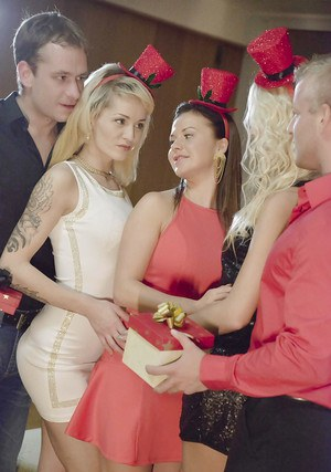 Babes Adele Sunshine, Bella Baby and Karol Lilien in a hot groupsex