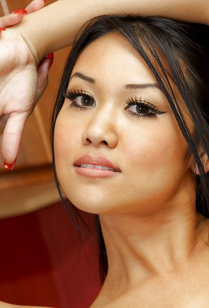 Amateur Asian Aries Velour poses on her knees in the kitchen!
