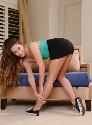 Flexy chick Cassidy Klein demonstrates hot hot her booty is