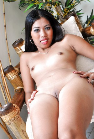 Admirable amateur Latina Jenny touches her moist vulvar lips