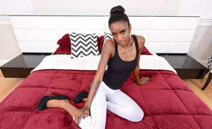 Ebony empress Malaysia Slick lets us see her magnificent tight butt
