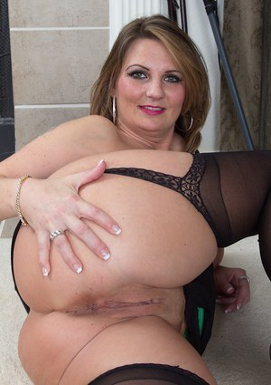 Milf in stockings Cherrie Dixon plans to please her mature fuck hole