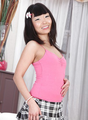 Asian babe Candy Vivian completely undressing in this new set of pics