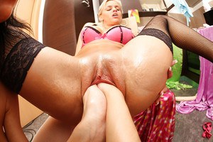 Hardcore lesbian fisting gives Britney Angel and Joan Mueur great joy