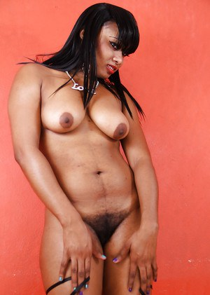 Experiences ebony tease Strawberry shows her saggy tits and hairy cunt