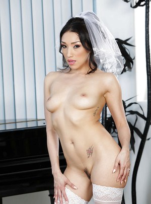 Hot babe Vicki Chase shows off trimmed pussy in wedding dress