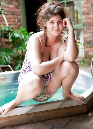 Chubby amateur lady Aime posing all natural body and hairy twat outdoors