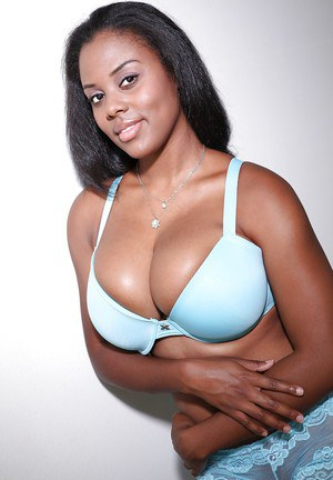 Busty black mommy Alia Starr lets her huge black boobs loose from bra