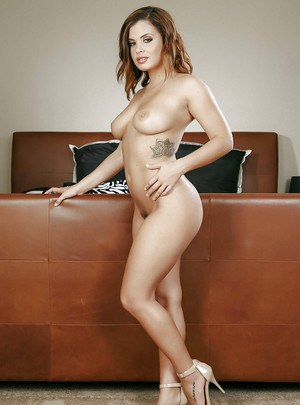 Teen housewife Keisha Grey poses in front of mirror in sexy panties and bra
