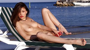 Amateur babe Jade posing for topless and fully naked photos on nude beach
