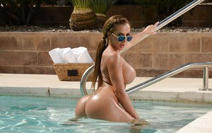 Blonde babe Richelle Ryan showing off big white ass outdoors in sunglasses