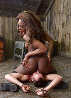 Cruel black woman Maria Ryder forcing white man to lick her pussy