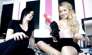 Kinky young girls Nikki Hearts and Carmen Calloway lick shaved cunts