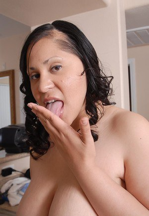 Chubby mixed race chick Teedra swallowing a mouthful of jism in kitchen