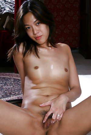 Oriental amateur Starlingz posing for topless photos in denim jeans