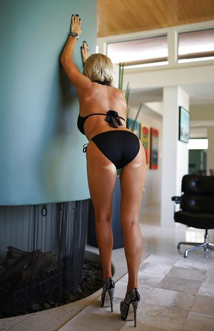 Leggy blond housewife Sandra Otterson modeling high heeled pumps and bikini