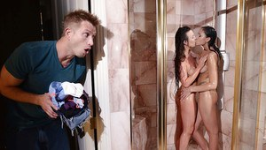 Hot teens Alice Lighthouse and Ariana Marie kissing nude in shower