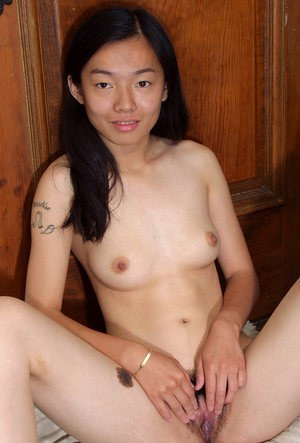 Asian first timer Tiffany undresses for nude amateur photo shoot