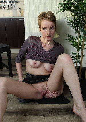 Short haired mature woman Sweet Nensy spreading and masturbating pussy