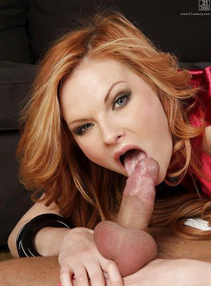 Beautiful Euro chick Tarra White parking hairy pussy on man's face