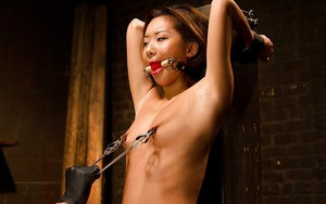 Asian cutie Alina Li feels tiny tits suffer painful clamping and stretching